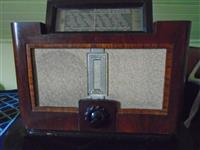 Radio aparat Philips iz 1937.
