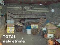 UKNJIZENA garaza u prizemlju stambene zgrade