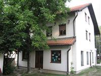 Na prodaju kuća u samom centru Uba