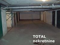 Uknjizena garaza povrsine 16 m2 u suterenu zgrade