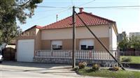 Dve kuce na jednom placu-Sremska Mitrovica