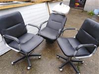 Šamponjera i dve radne stolice