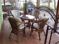 Drvena garnitura-4 stolice+sto