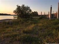 Prodajem-Izdajem plac na obali reke Save