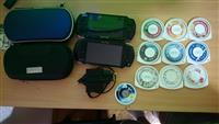 2 PSP-a, 2 futrole, 14 igrica, punjac