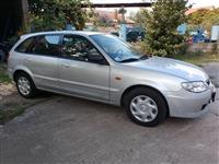 MAZDA 323F 2001.