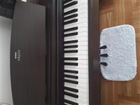 Dostupan klavir Yamaha YDP140.