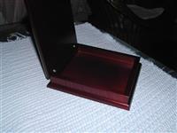 Drvena kutija za znacke ili medalje ili nakit