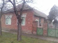 Stara seoska kuca 195 m2 na 19 ari u selu Neuzina