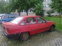 Opel Kadett limuzina 1,3 benzinac -88