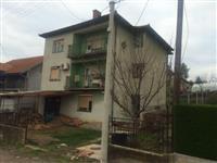 Tri stambene jedinice u jednoj kuci