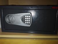 Prodajem elektronski sef sigma novo!!!