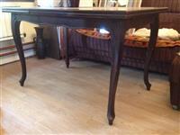 Stilski trpezarijski sto