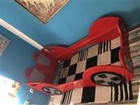 Prodajem krevet u obliku auta