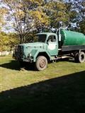 Kamion sa cisternom za fekaliju