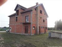 Ub-Sovljak-kuca 360 m2 na 12 ari placa