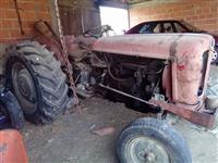 prodajem traktor 558 imt