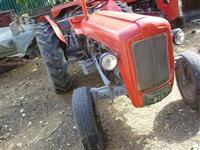 Traktor imt533