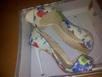 Cvetne sandale Nove