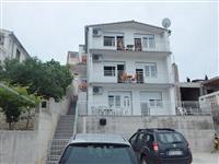 Apartmani na obali, Razanj, Hrvatska