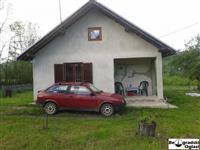 Prodajem kuću od 100m2 u blizini jezera Knić