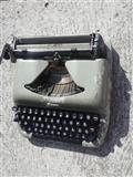 Pisaća mašina BISER