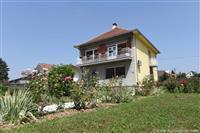 Kuca na prodaju ili zamena za stan u Beogradu