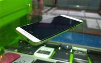 HTC M7 GB sitni tragovi