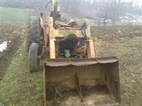Traktori masina za iskop i utovar MF