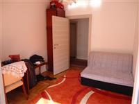 Namestena soba 100m2 u 4-sobnom stanu