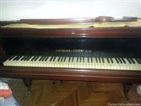 "Polukoncertni klavir ""Hofmann"""