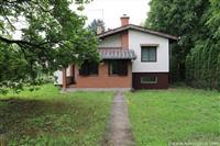 Zemljiste sa kucom na samoj obali Dunava