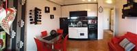 Izdajem kompletno opremljen stan u centru Leskovc