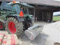 Kašika (korpa, žlica) za mešanje betona za traktor