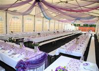 Beli šator za izvođenje svadba