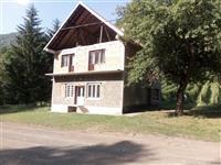 Kuca pored reke Ljubovidje