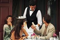 Konobari i konobarice potrebni